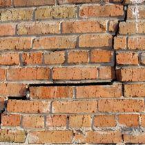 Kaputte Hausmauer